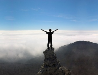 ao-ar-livre-escalada-de-aventura-escalada-azul_1320-151