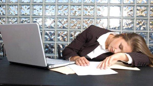 trabalho-sono-mulher-dormir-insonia-sonorexia
